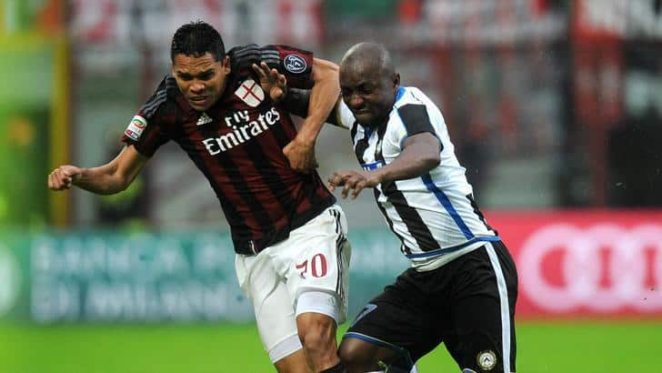Milan's Carlos Bacca (L) and Udinese's Pablo Armero (R) in action during the Italian Serie A soccer match between Milan and Udinese at Giuseppe Meazza stadium in Milan, Italy, 07 February 2016. ANSA/ DANIELE MASCOLO