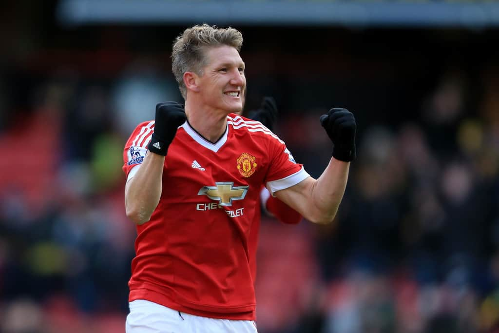 Manchester United player Bastian Schweinsteiger has been handed a status of a free agent, The Sun informs.