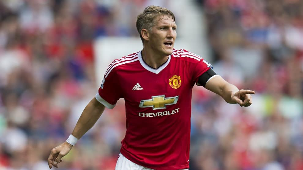 Olympique Marseille are interested in Manchester United midfielder Bastian Schweinsteiger, according to Téléfoot.