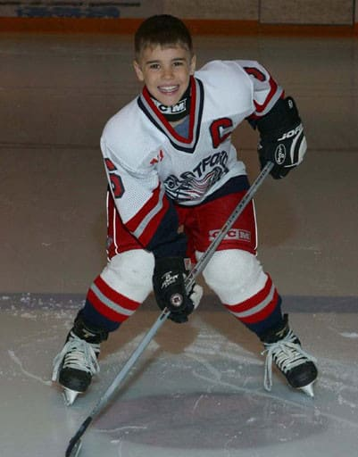 Justin Biber play Hockey