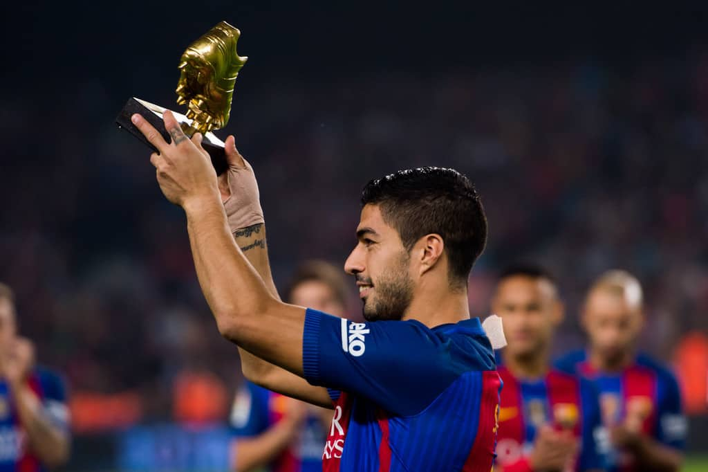 Luis Suarez's new contract at Barcelona is all but finalized, reports Mundo Deportivo. Barca have renewed the contracts of several first-team players over the past few months and it appears as though Suarez will be the next to put pen to paper. The Uruguay forward looks set to extend his stay at the Nou Camp until the summer of 2021 once the final few details of the contract renewal are finalized.
