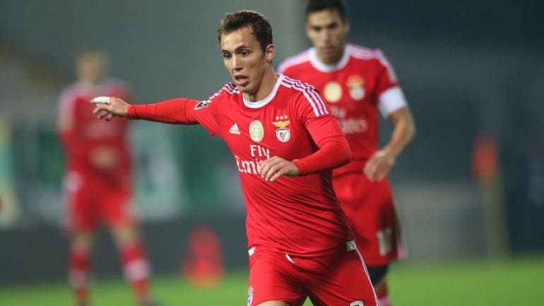 Manchester United are lining up a move for Benfica's Alex Grimaldo, according to reports.