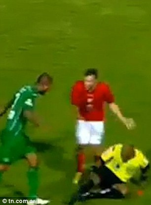 Player kills the ref after getting sent off