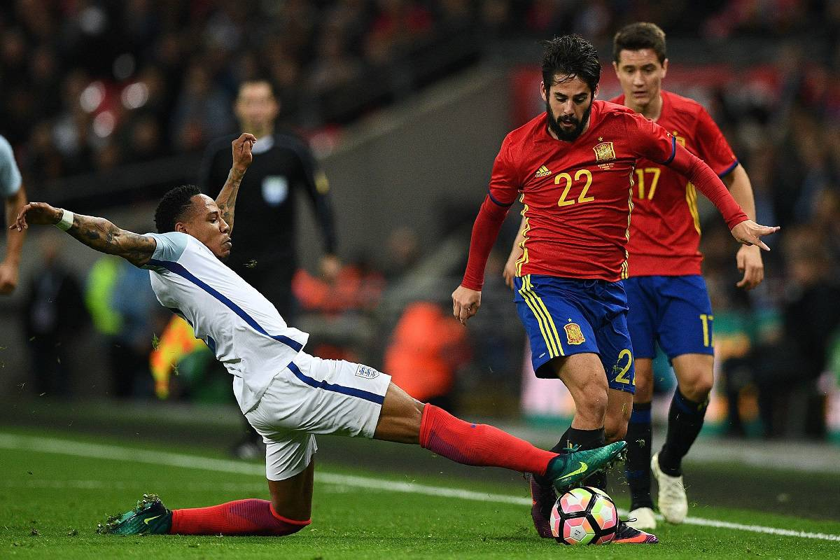 England's defender Nathaniel Clyne (L) vies with Spain's midfielder Isco during the friendly international football match between England and Spain at Wembley Stadium, north-west London, on November 15, 2016. / AFP / Justin TALLIS / NOT FOR MARKETING OR ADVERTISING USE / RESTRICTED TO EDITORIAL USE (Photo credit should read JUSTIN TALLIS/AFP/Getty Images)