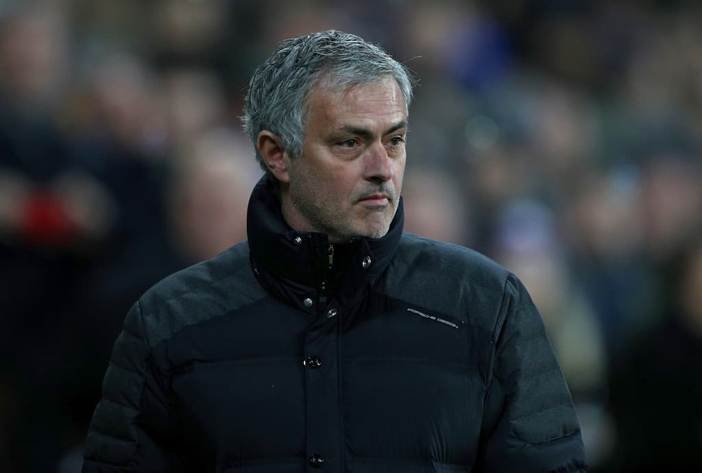United not to sign new defender, Mourinho confirms
