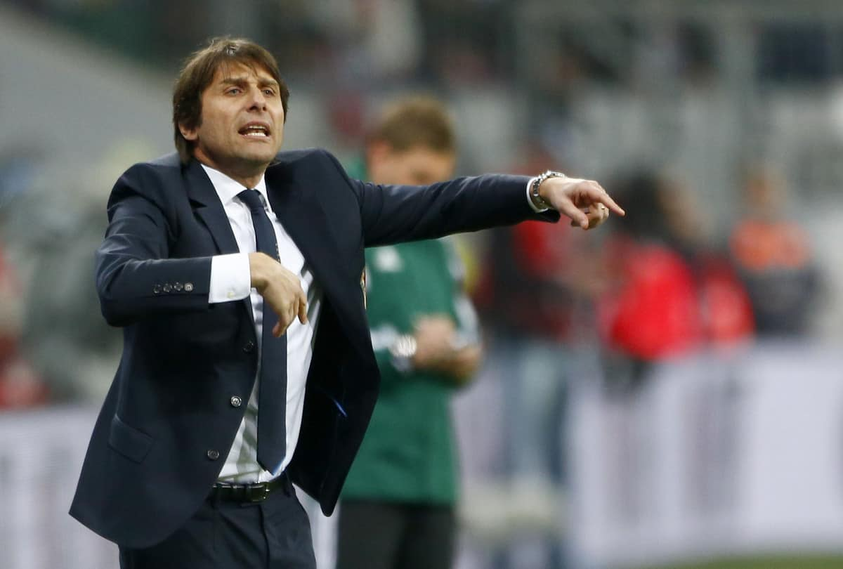 Chelsea scouts watch Roma defender