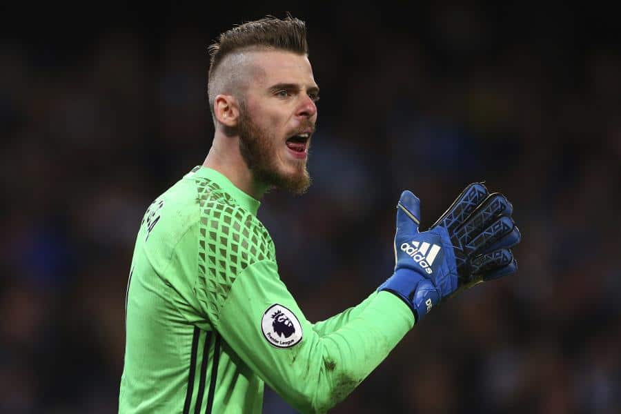 Manchester United will try to convince David de Gea to turn down a move to Real Madrid with the offer of a new contract