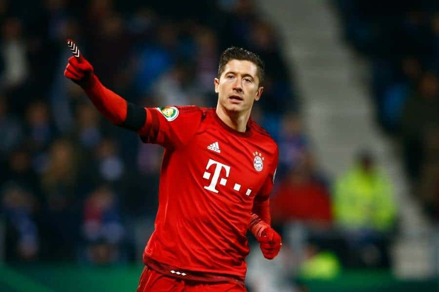 Chelsea and Manchester United have both held preliminary talks to try to lure Lewandowski