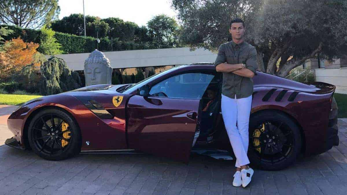 1504705843 034134 1504705926 noticia normal - Cristiano Ronaldo and his luxury car collection