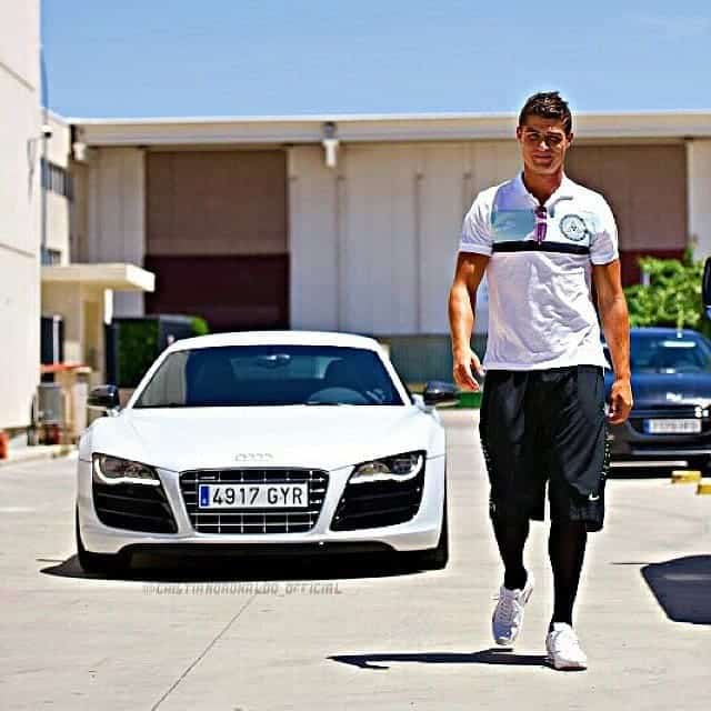 30656949 2132269510377949 3422223026555453440 n - Cristiano Ronaldo and his luxury car collection