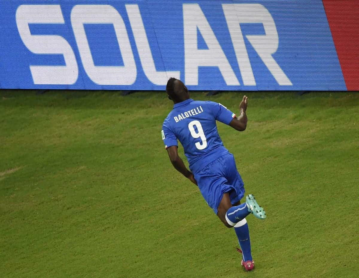 balotelli - GOAL: Balotelli scores in his first match for Italy after return