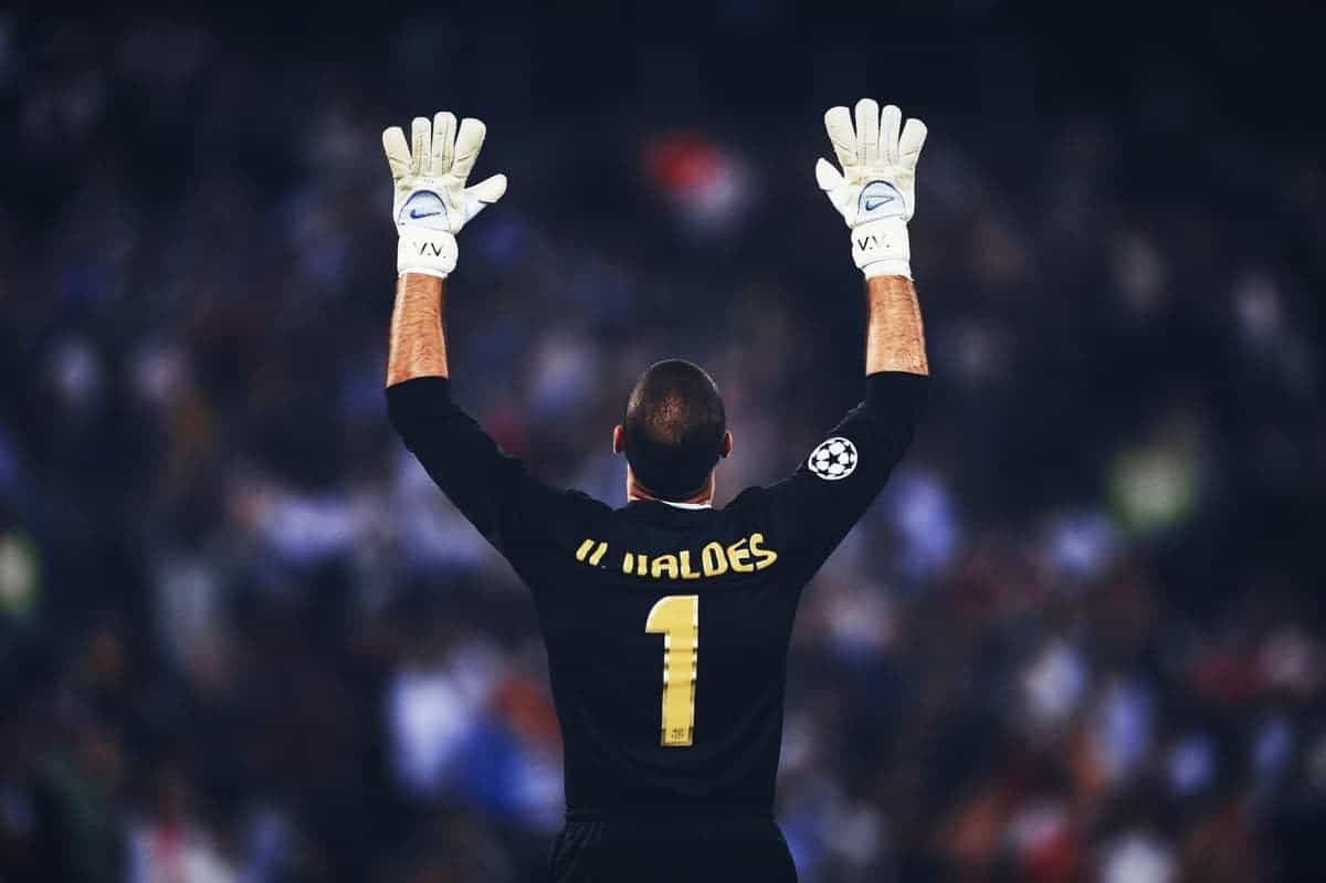 valdes - 5 Goalkeepers Who Have Won The Zamora Trophy Most Number of Times