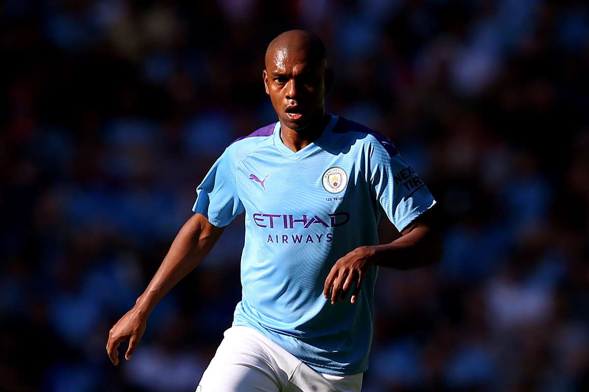Manchester City midfielder Fernandinho in action