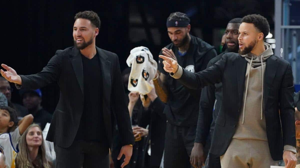 Stephen Curry and Klay Thompson supporing the Golden State Warriors