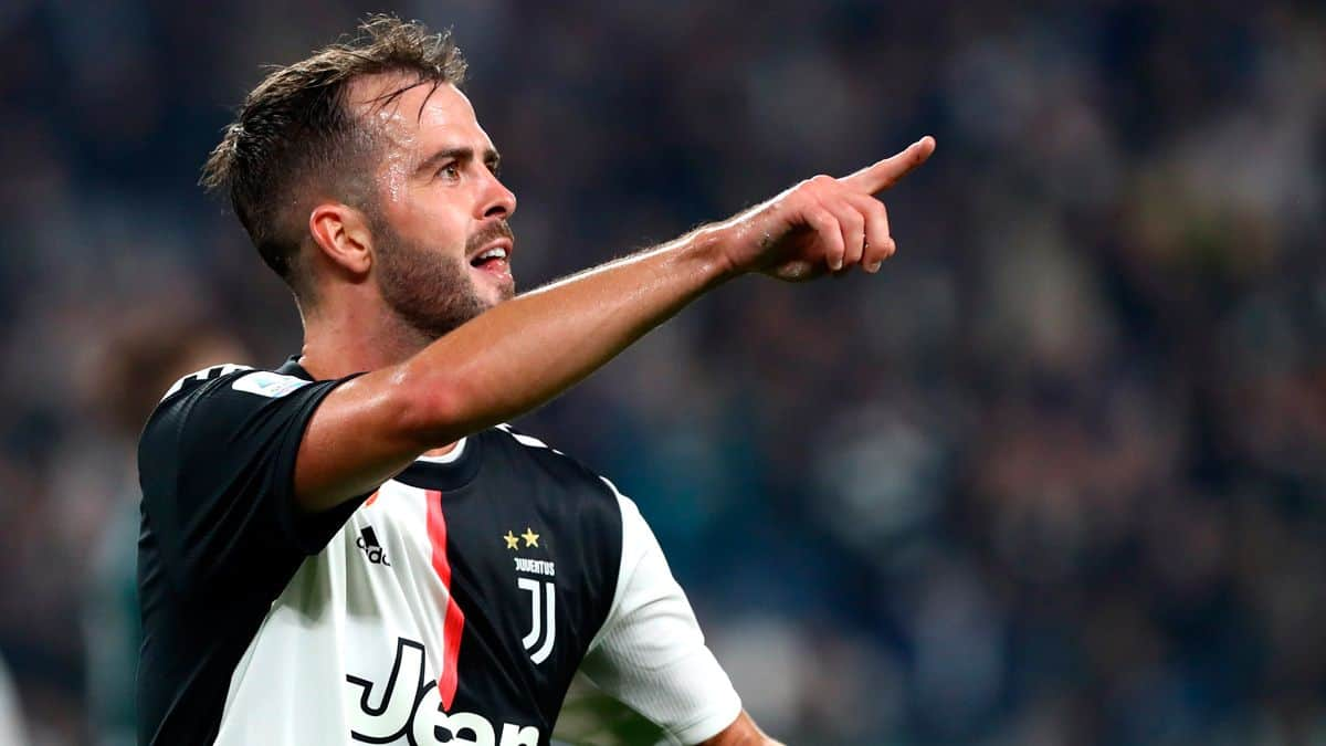Miralem Pjanic could join Barcelona this summer (Image - FC Barcelona Noticias)