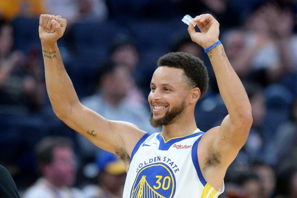 Stephen Curry during Warriors game