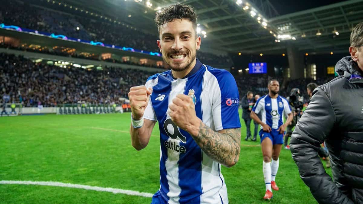 Alex Telles is set to complete a move to Man Utd