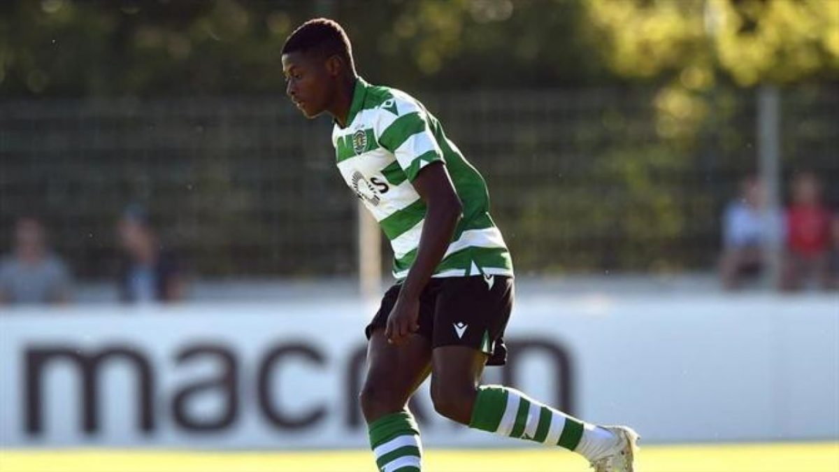 Nuno Mendes in action for Sporting