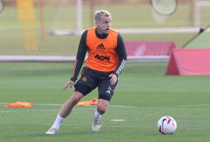 Donny van de Beek trains with Man Utd