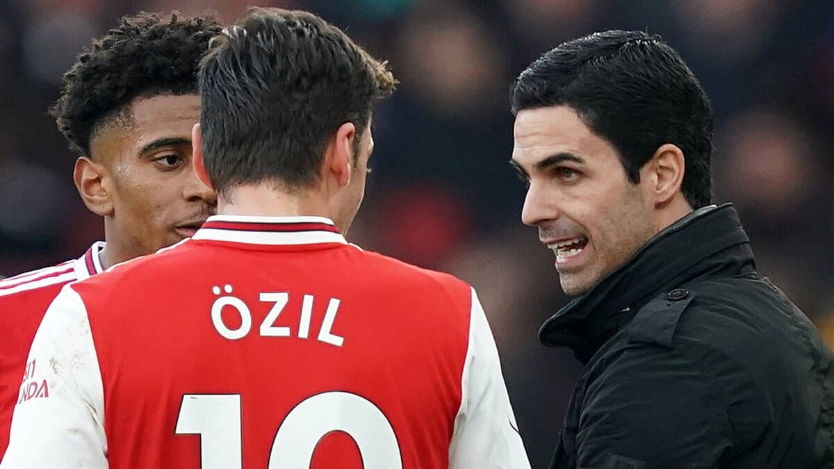 Mikel Arteta sends bold message to Mesut Ozil after he slams Arsenal in angry statement