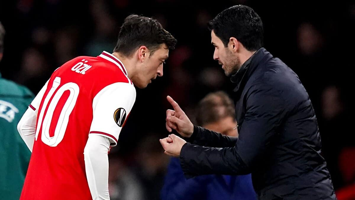 """Jose Mourinho labelling Mesut Ozil a """"coward"""" gives Mikel Arteta something to think about"""