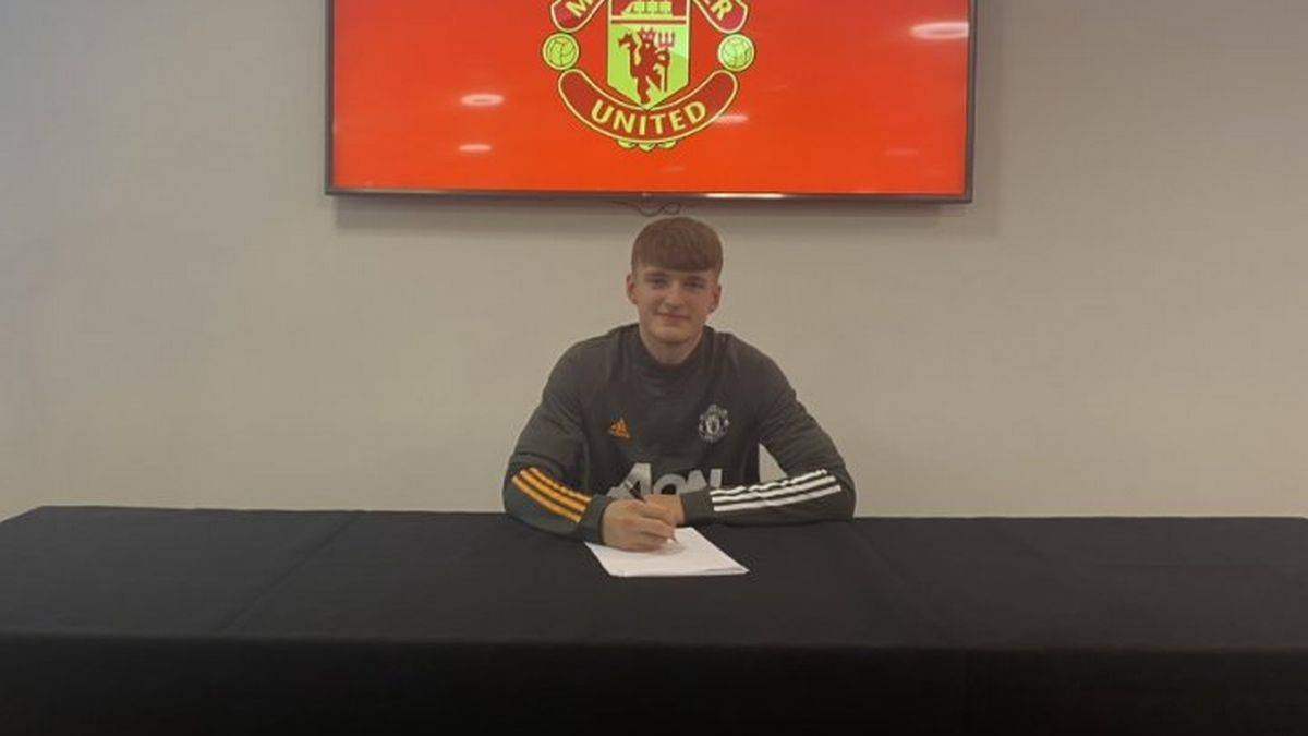 Manchester United completed the signing of Jack Kingdon