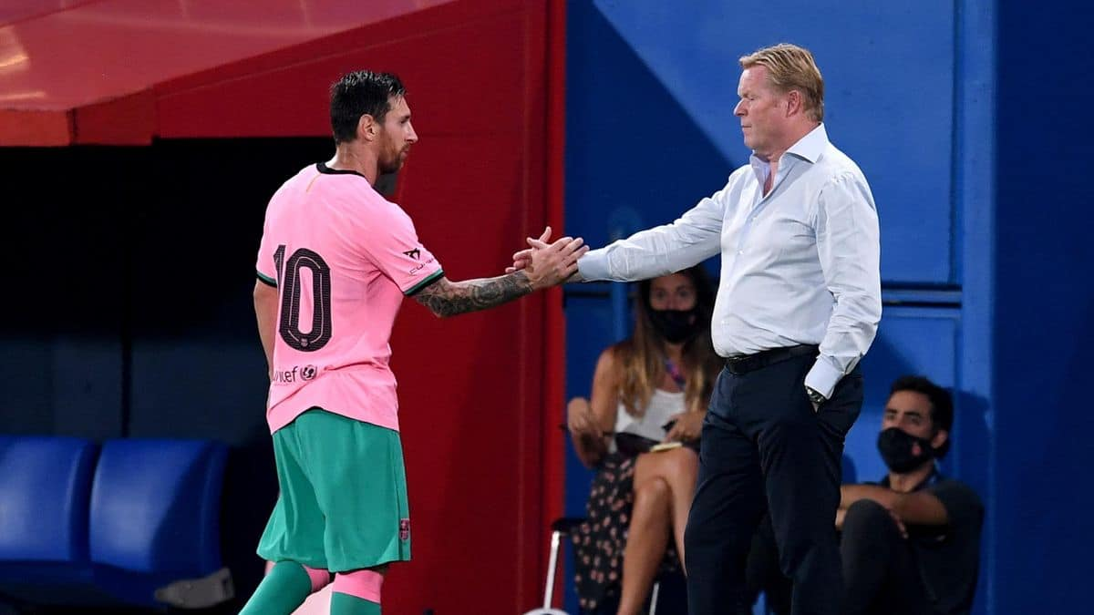 Ronald Koeman and Lionel Messi of Barcelona