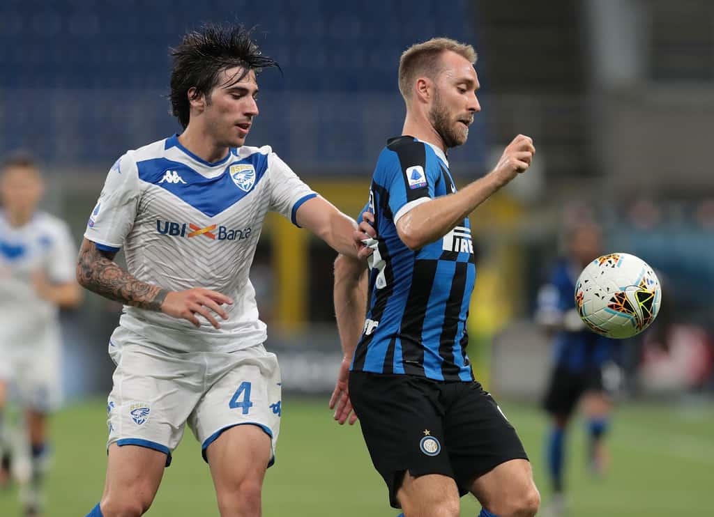 Christian Eriksen (R) of FC Internazionale competes for the ball with Sandro Tonali of Brescia Calcio during the Serie A match between FC Internazionale and Brescia Calcio at Stadio Giuseppe Meazza