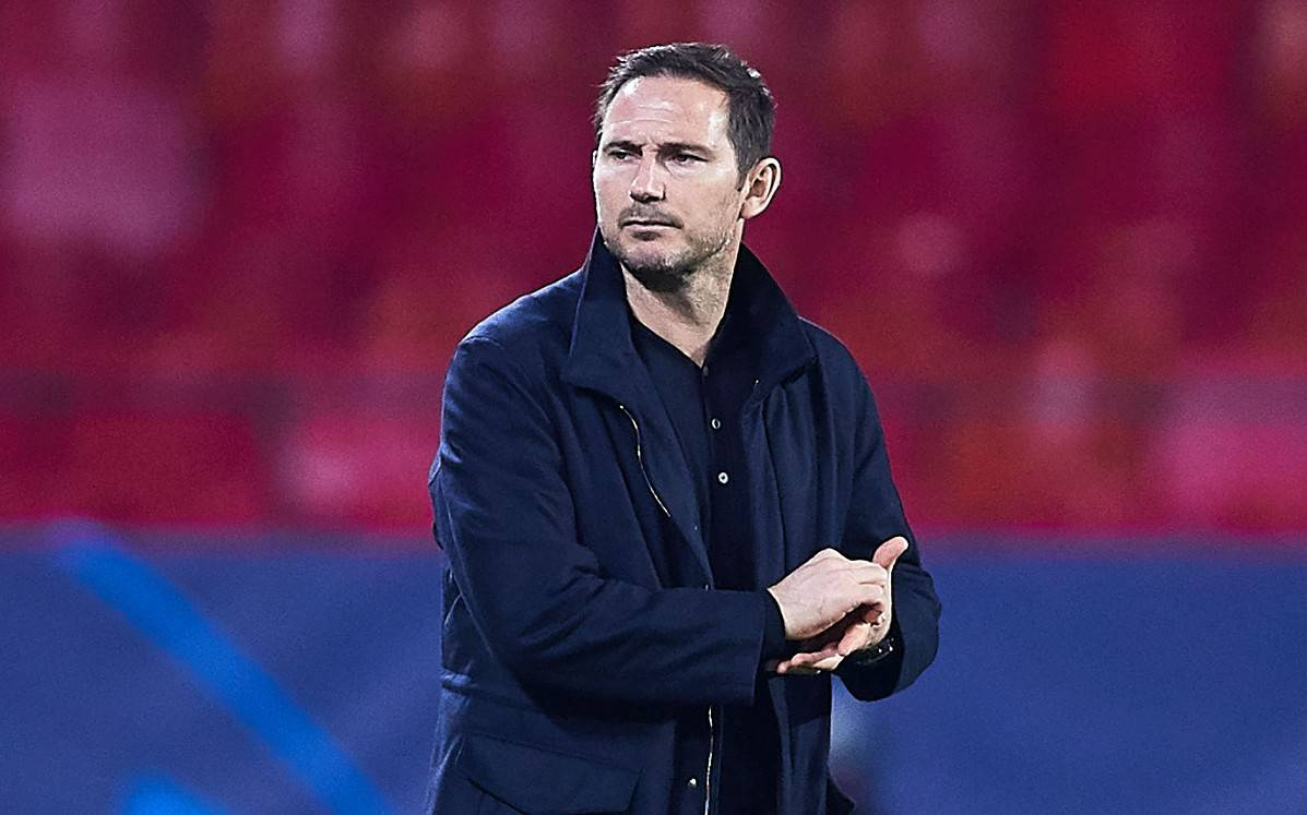 Frank Lampard, manager of Chelsea FC looks on during the UEFA Champions League Group E stage match between FC Sevilla and Chelsea