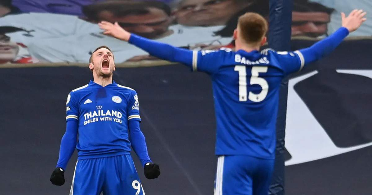 Jamie Vardy lets out a roar after Leicester double their lead through a Toby Alderweireld own goal