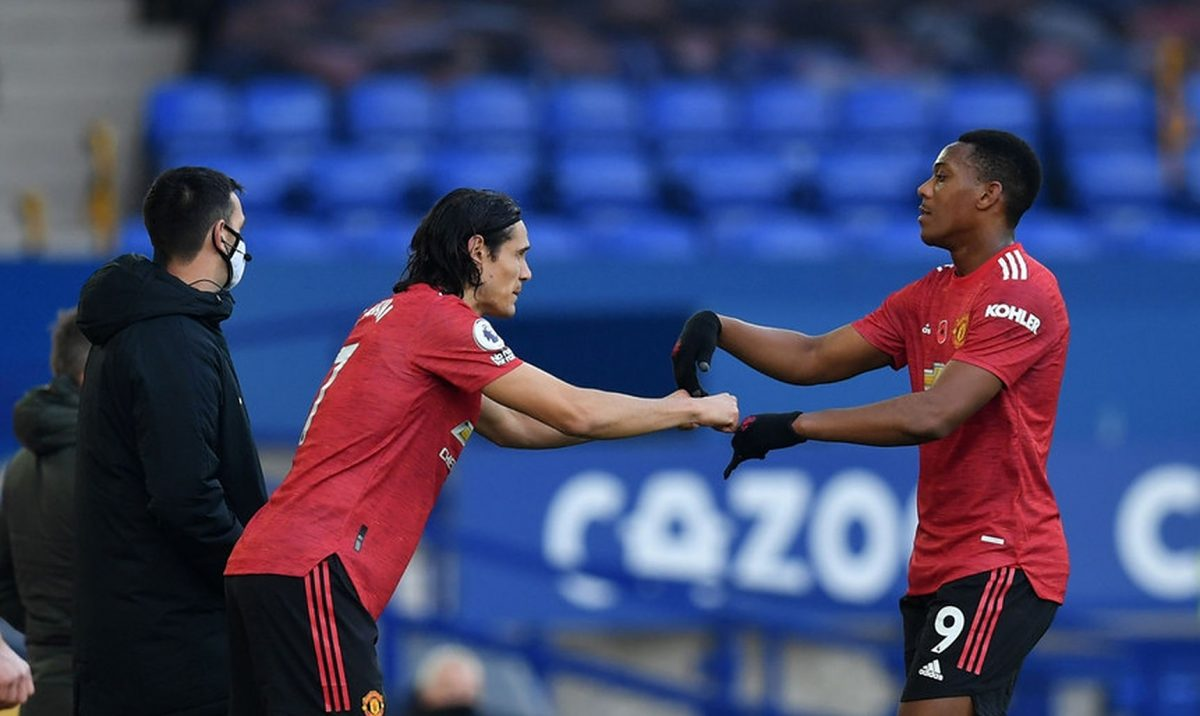 """Anthony Martial urged to """"up his game"""" and follow Edinson Cavani"""