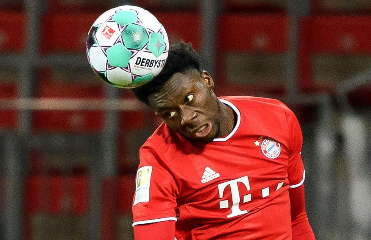 LEVERKUSEN, GERMANY - DECEMBER 19: (BILD ZEITUNG OUT) Alphonso Davies of Bayern Muenchen controls the ball during the Bundesliga match between Bayer 04 Leverkusen and FC Bayern Muenchen at BayArena on December 19, 2020 in Leverkusen, Germany. (Photo by Alex Gottschalk/DeFodi Images via Getty Images)
