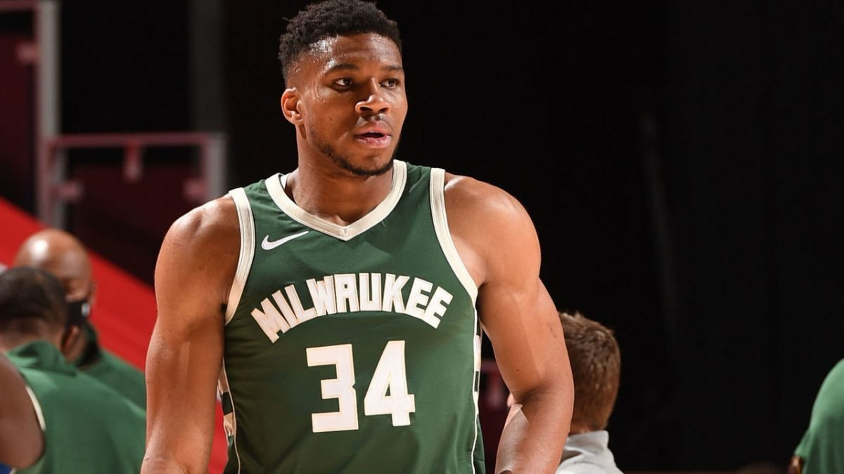 Bucks' Giannis Antetokounmpo delivers 20th career triple-double