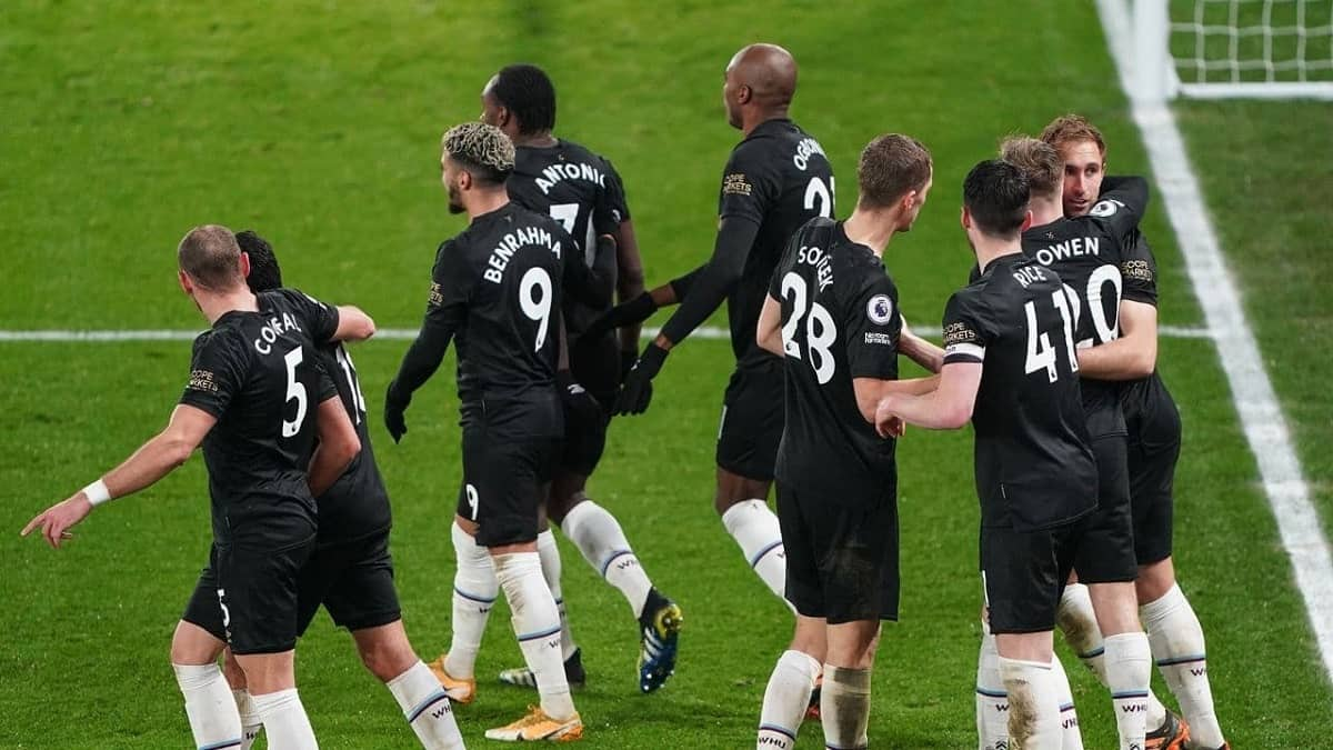 West Ham celebrating a 3-2 win over Crystal palace