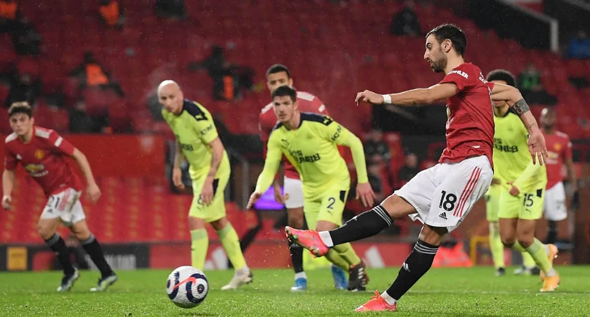 Bruno Fernandes gives Manchester United breathing space as he makes it 3-1 from the penalty spot