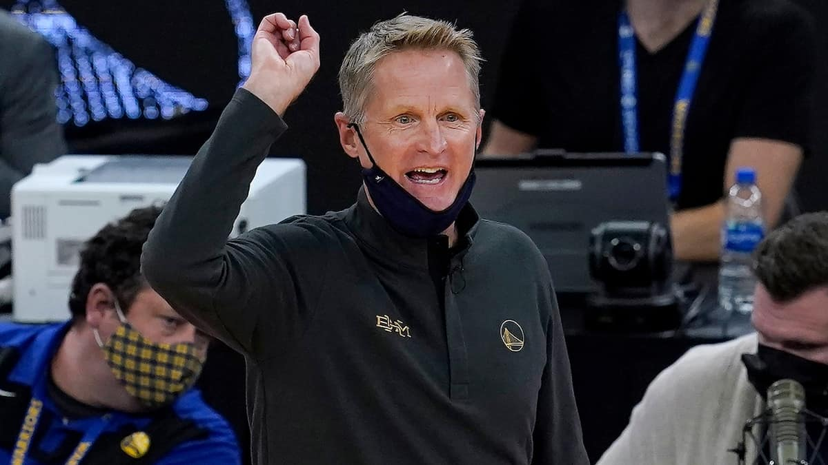 Steve Kerr reacts to Golden State Warriors' tight loss to the San Antonio Spurs