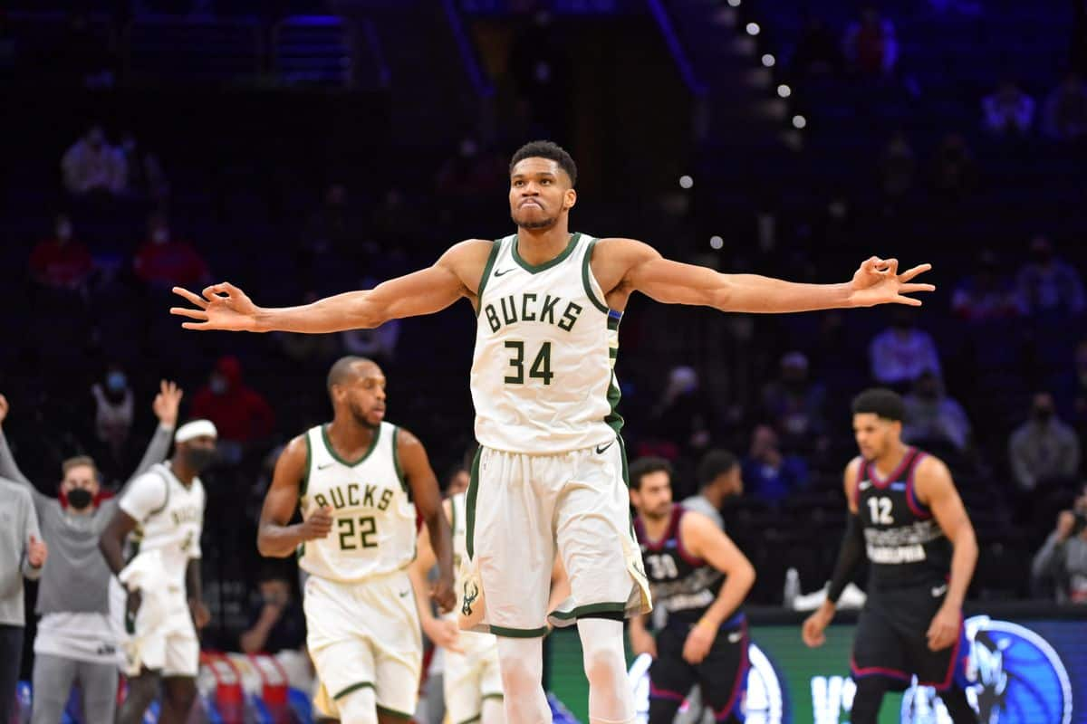 Giannis Antetokounmpo hilariously reacts to big plays from Brook Lopez, Pat Connaughton