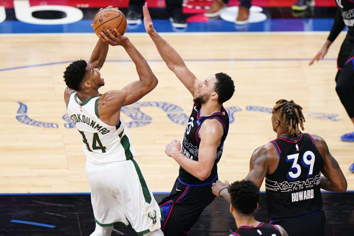 Sixers' Dwight Howard sends message to Giannis Antetokounmpo after Bucks win