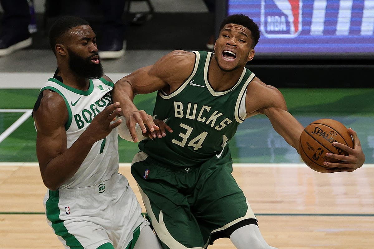 Giannis Antetokounmpo delivers 2-word reaction to Daniel Theis' potential game-winner