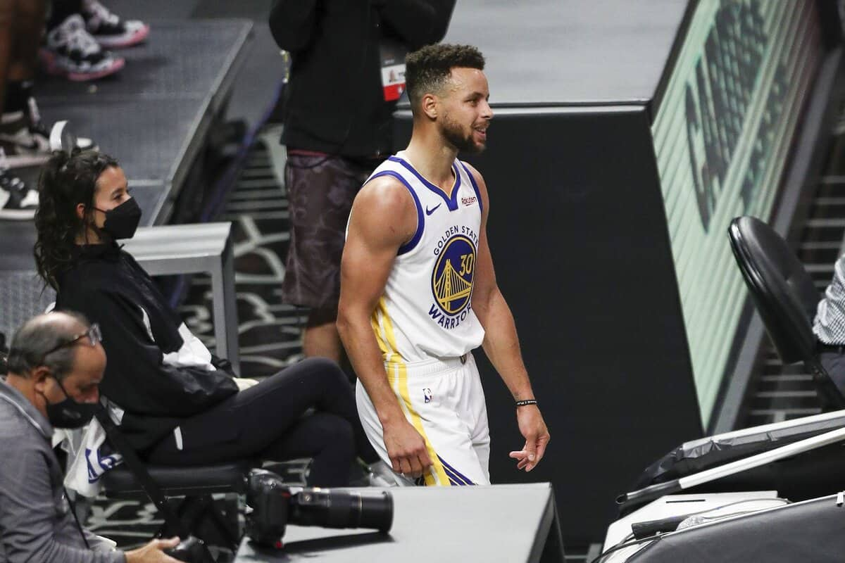 Stephen Curry furious at Warriors bench during Clippers game