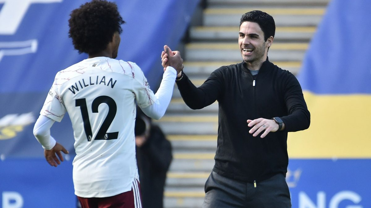 Willian and Mikel Arteta shaking hands during Arsenal's 3-1 win over Leicester City