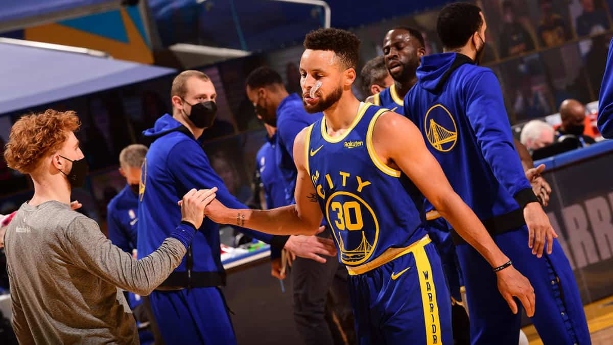 Stephen Curry #30 of the Golden State Warriors hi-fives his teammates during the game against the Los Angeles Lakers on March 15, 2021 at Chase Center in San Francisco, California. NOTE TO USER: User expressly acknowledges and agrees that, by downloading and or using this photograph, user is consenting to the terms and conditions of Getty Images License Agreement. Mandatory Copyright Notice: Copyright 2021 NBAE