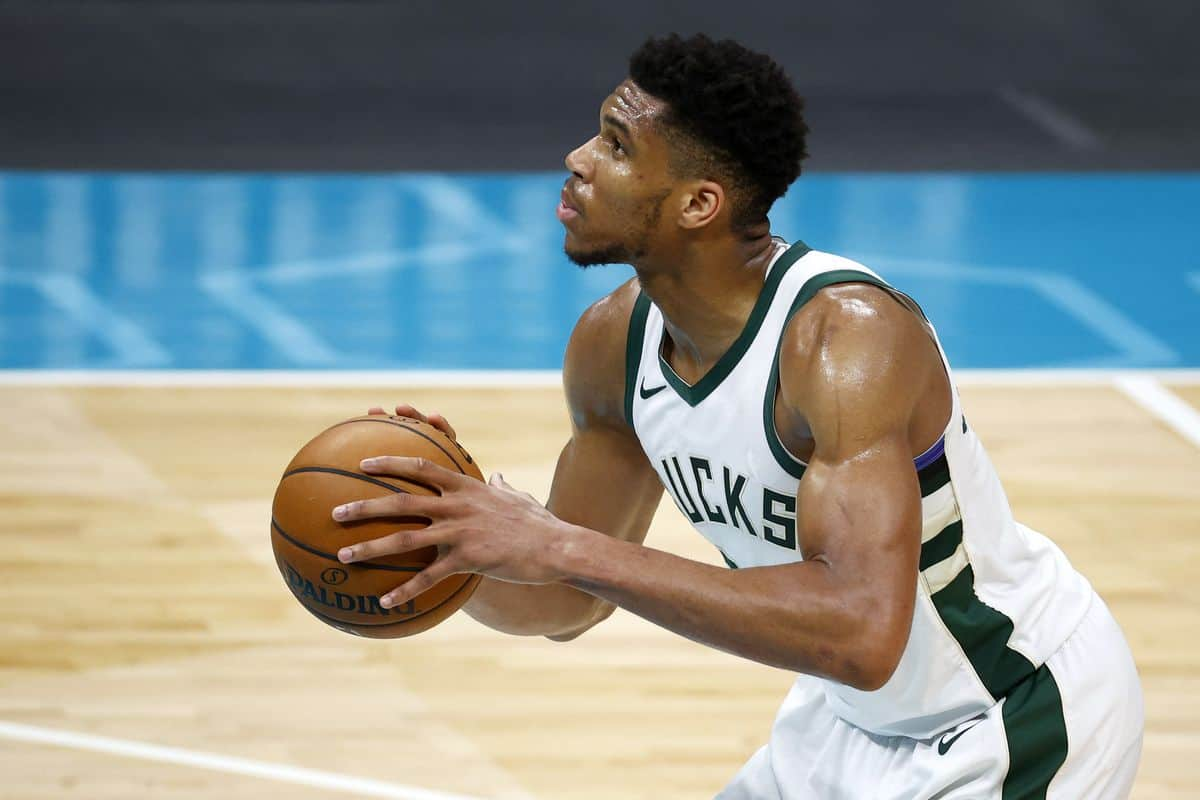 Injury update on Giannis Antetokounmpo after an exit from Bucks' loss to Rockets