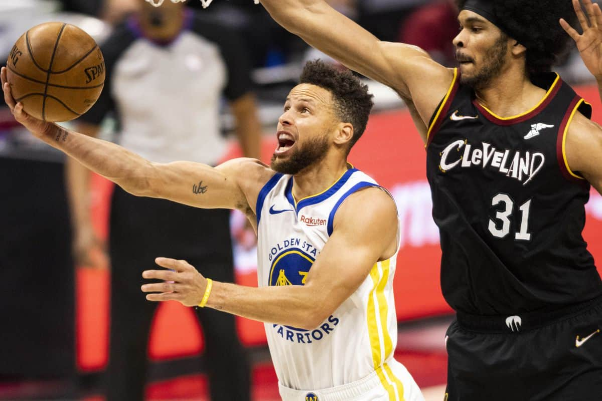 Stephen Curry records another incredible stats for Warriors and comes closer to smashing Kobe Bryant's record