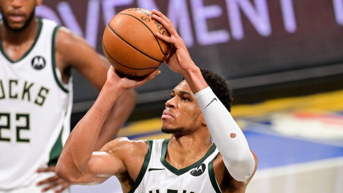 Giannis Antetokounmpo's spin move as Bucks tie the series with Hawks