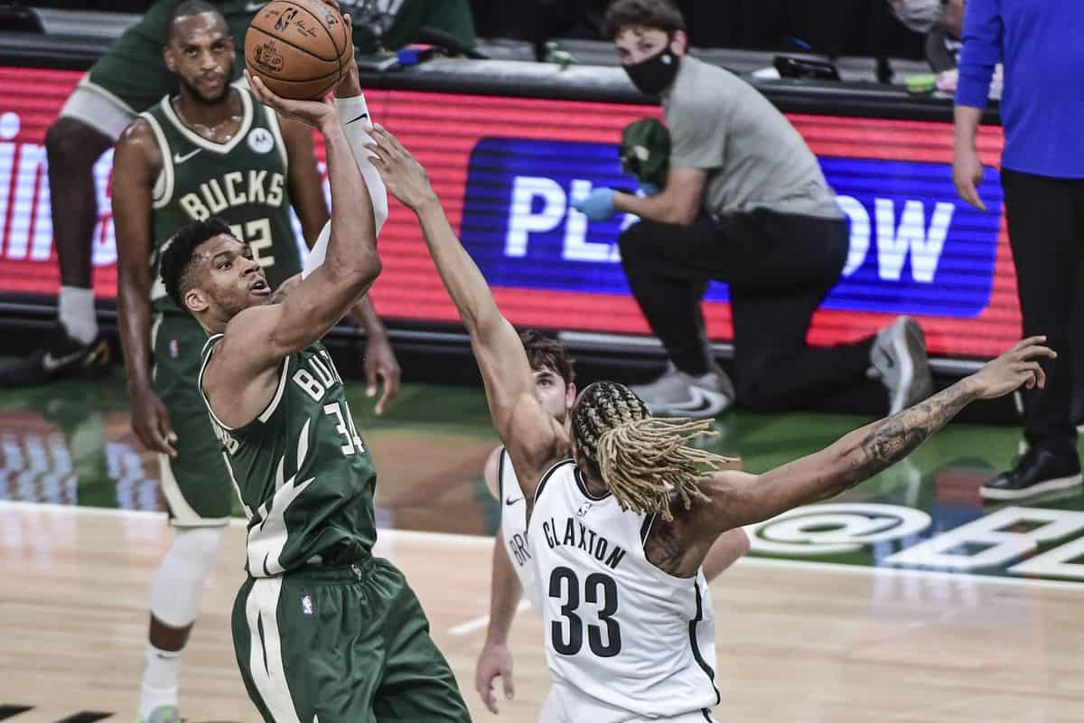 Giannis Antetokounmpo & Khris Middleton record incredible stats against Nets